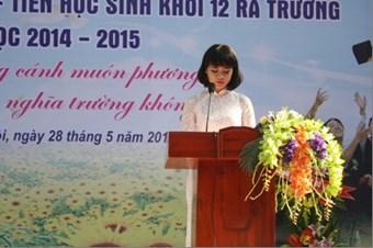 Học sinh Lê Thị Linh Chi – 12A0 nói lời tri ân cha mẹ thầy cô